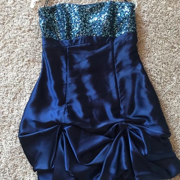 Dresses & Skirts - Juniors cocktail dress. Size 7!